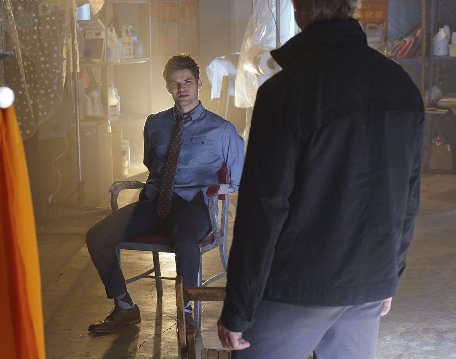 Winns (Jeremy Jordan) im Gefängnis sitzender Vater stellt sich als niemand geringerer als der Superschurke Toyman heraus, der auch vor dem Kidnappin... - Bildquelle: 2015 Warner Bros. Entertainment, Inc.