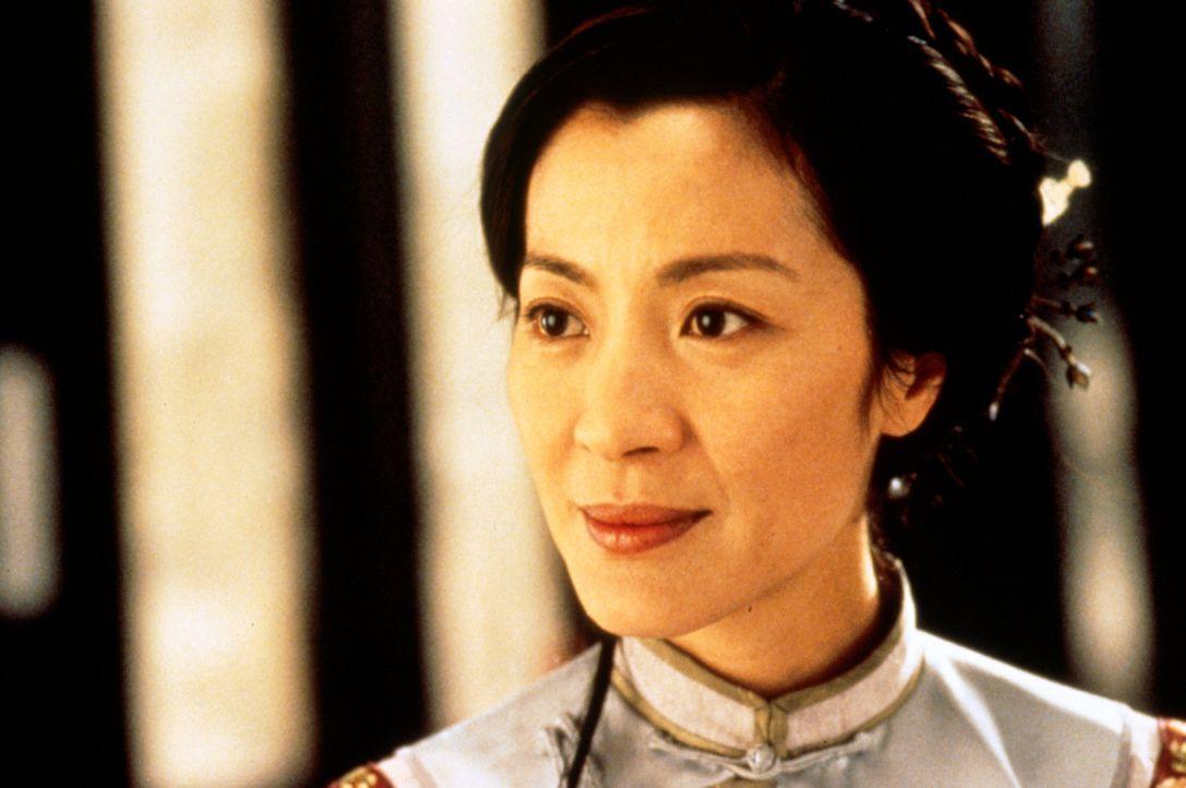"""Eines Tages wird Yu Shu Lien (Michelle Yeoh) gebeten, Li Mu Bais Jade-Schwert """"Grünes Schicksal"""" Sir Te zur Aufbewahrung zu überbringen. Doch dann... - Bildquelle: ARTHAUS Filmverleih"""
