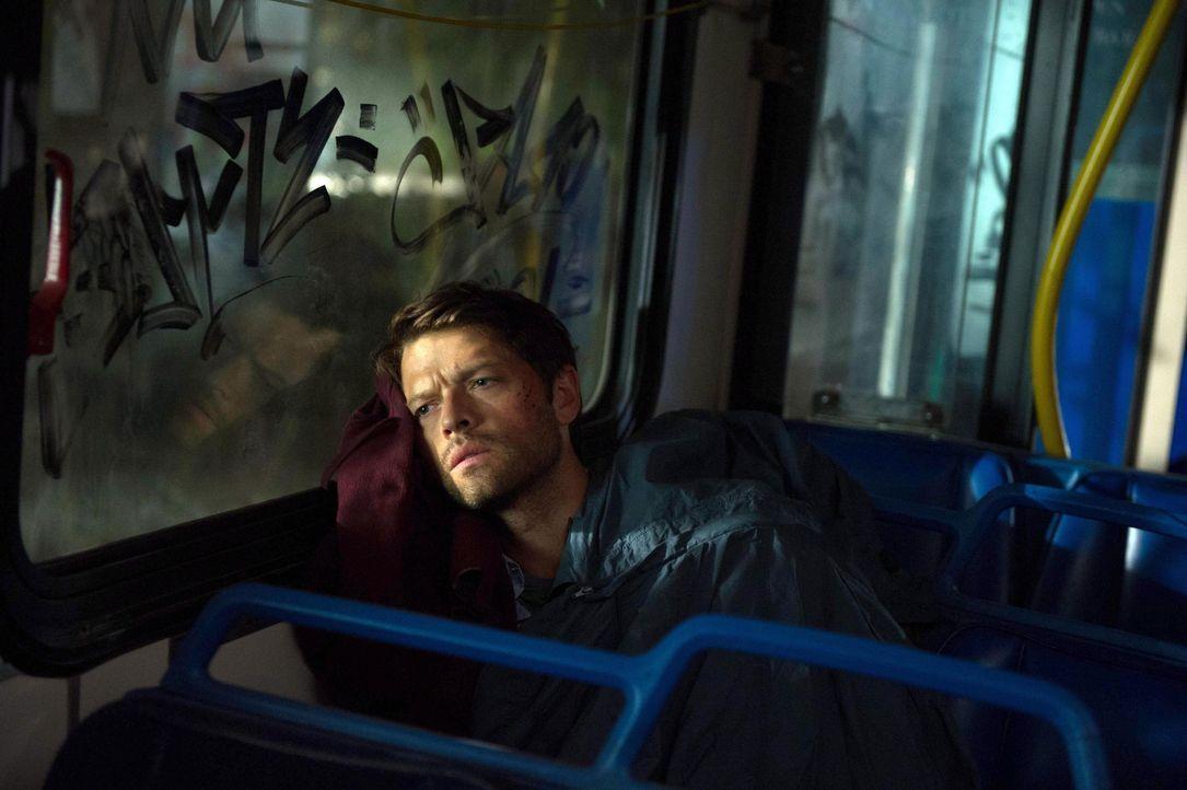 Die Engel sind Castiel (Misha Collins) immer dichter auf den Fersen ... - Bildquelle: 2013 Warner Brothers