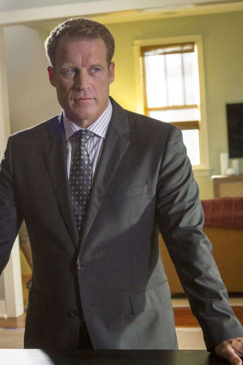 Ahnt nicht, dass er auf Francis Gibson Racheliste steht: CIA Director Widener (Mark Valley) ... - Bildquelle: 2013-2014 NBC Universal Media, LLC. All rights reserved.