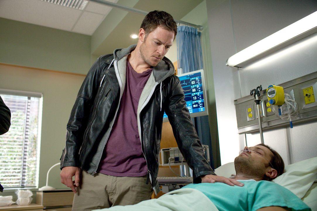 Kann der Engel Ezekiel (Tahmoh Penikett, l.) Sam (Jared Padalecki, r.) wirklich vor dem Tod bewahren? - Bildquelle: 2013 Warner Brothers