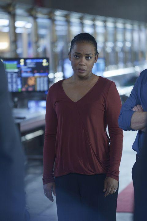 Miranda (Aunjanue Ellis) steht hinter Alex. Doch um den wahren Täter zu finden, müssen auch die Beobachtet werden, die eigentlich auf Alex' Seite si... - Bildquelle: Philippe Bosse 2015 ABC Studios