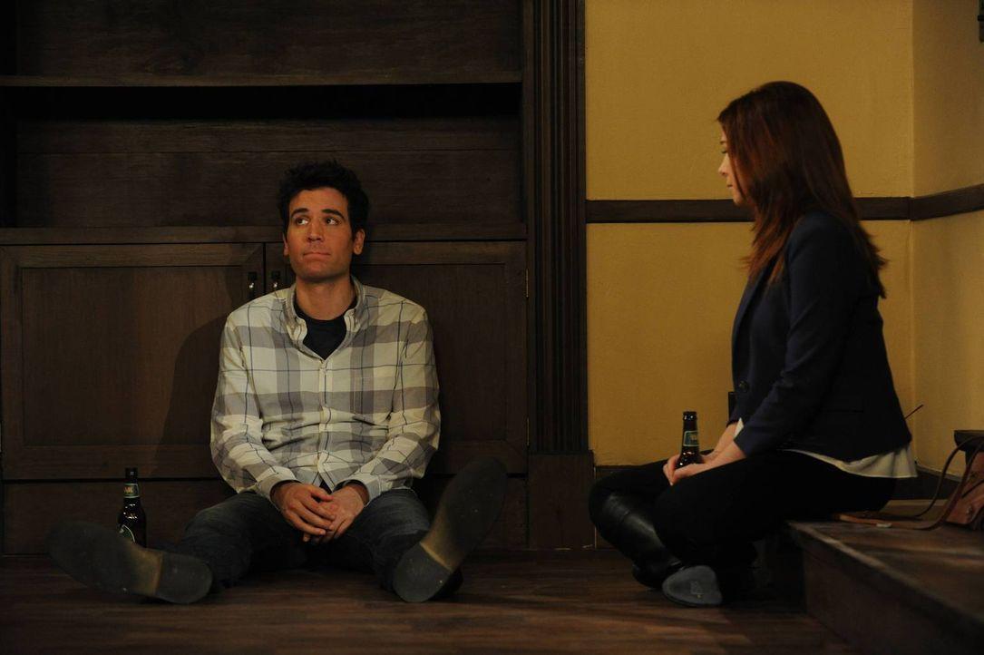 Eine Veränderung für die Freunde steht an: Ted (Josh Radnor, l.) und Lily (Alyson Hannigan, r.) ... - Bildquelle: 2013 Twentieth Century Fox Film Corporation. All rights reserved.