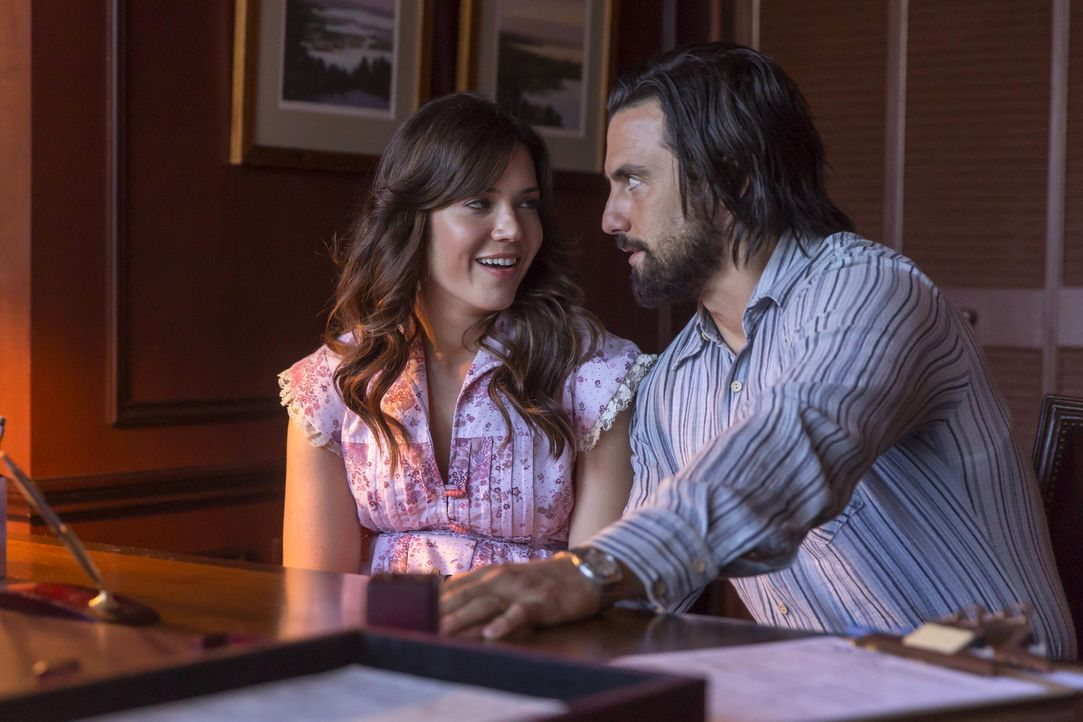 Auf der Suche nach einem geeigneten Apartment für die gesamte Familie, stoßen Jack (Milo Ventimiglia, r.) und Rebecca (Mandy Moore, l.) an ihre fina... - Bildquelle: Ron Batzdorff 2016-2017 Twentieth Century Fox Film Corporation.  All rights reserved.   2017 NBCUniversal Media, LLC.  All rights reserved.