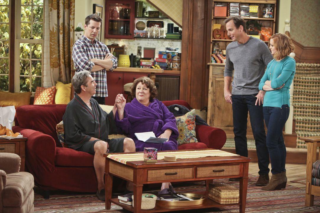 Tom (Beau Bridges, l.) und Carol (Margo Martindale, M.) wollen ihrer Ehe eine zweite Chance geben. Als Nathan (Will Arnett, 2.v.r.) und Debbie (Jaym... - Bildquelle: 2014 CBS Broadcasting, Inc. All Rights Reserved.