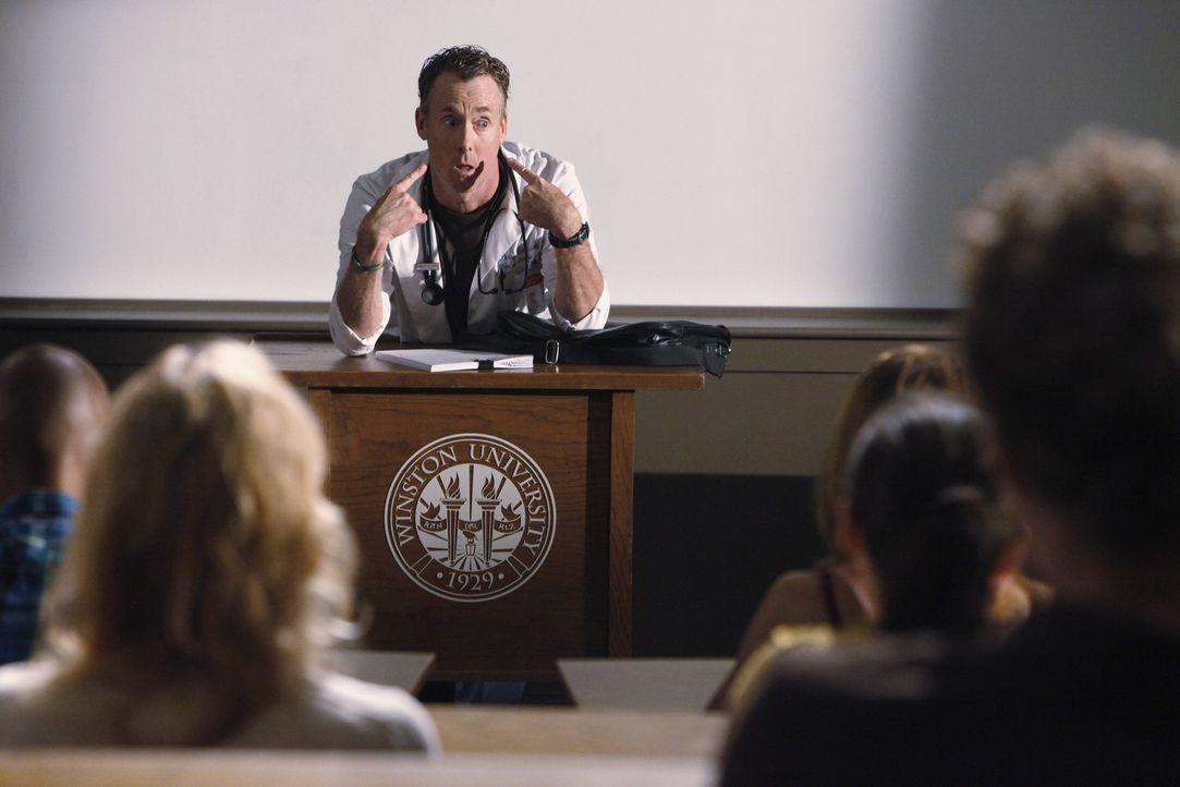 Lässt kein gutes Haar an seine Studenten: Cox (John C. McGingley) ... - Bildquelle: Touchstone Television