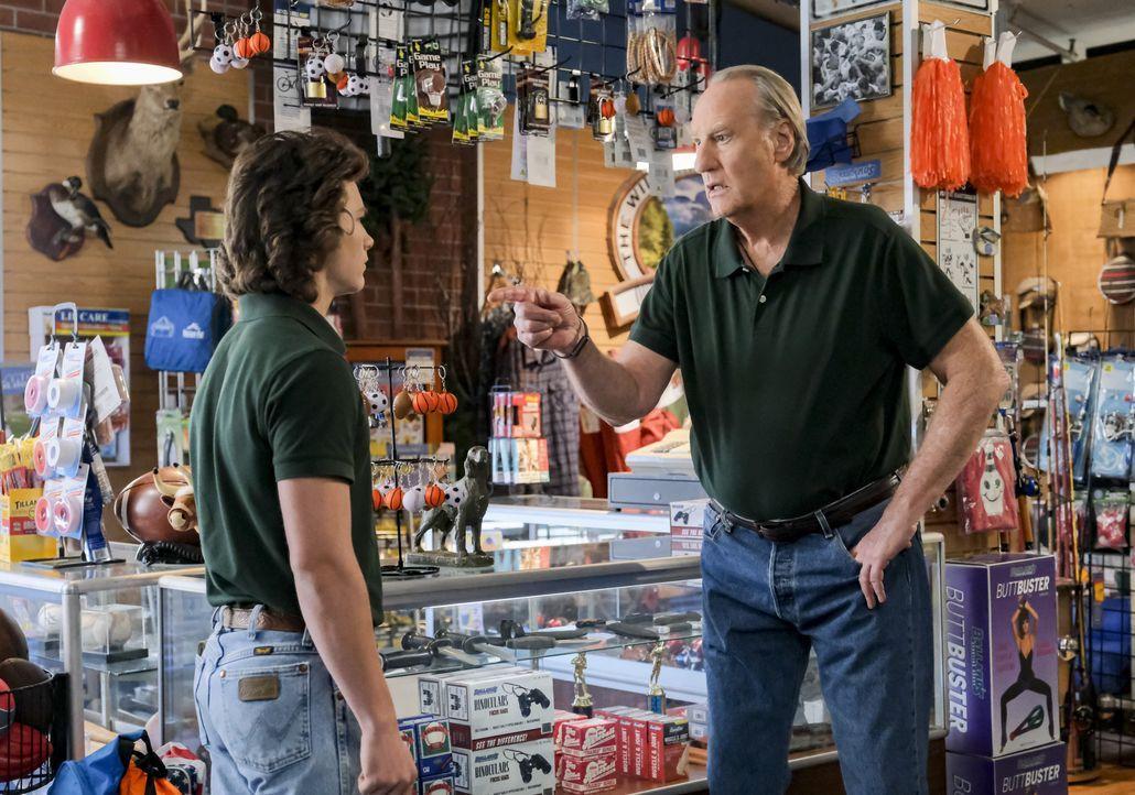 Geogie Cooper (Montana Jordan, l.); Dale Ballard (Craig T. Nelson) - Bildquelle: 2020 Warner Bros. Entertainment Inc. All Rights Reserved.