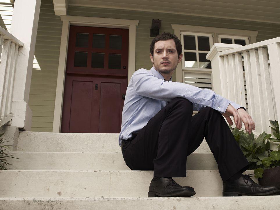 (1. Staffel) - Ryan (Elijah Wood) ist entschlossen, seinen lange geplanten Selbstmord endlich durchzuführen - bis er den Hund seiner Nachbarin trif... - Bildquelle: 2011 FX Networks, LLC. All rights reserved.