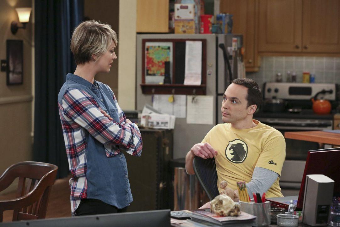 Ausgerechnet bei Sheldon (Jim Parsons, r.) will sich Penny (Kaley Cuoco, l.) einen Rat holen, der ihre Schauspielkarriere betrifft ... - Bildquelle: Warner Bros. Television