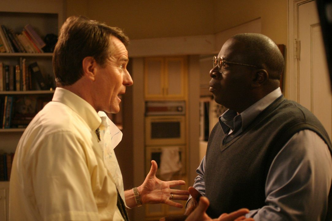 Hal (Bryan Cranston, l.) und Abe (Gary Anthony Williams, r.) versuchen einen Weg zu finden, um Stevie zu beruhigen ... - Bildquelle: TM +   2000 Twentieth Century Fox Film Corporation. All Rights Reserved.