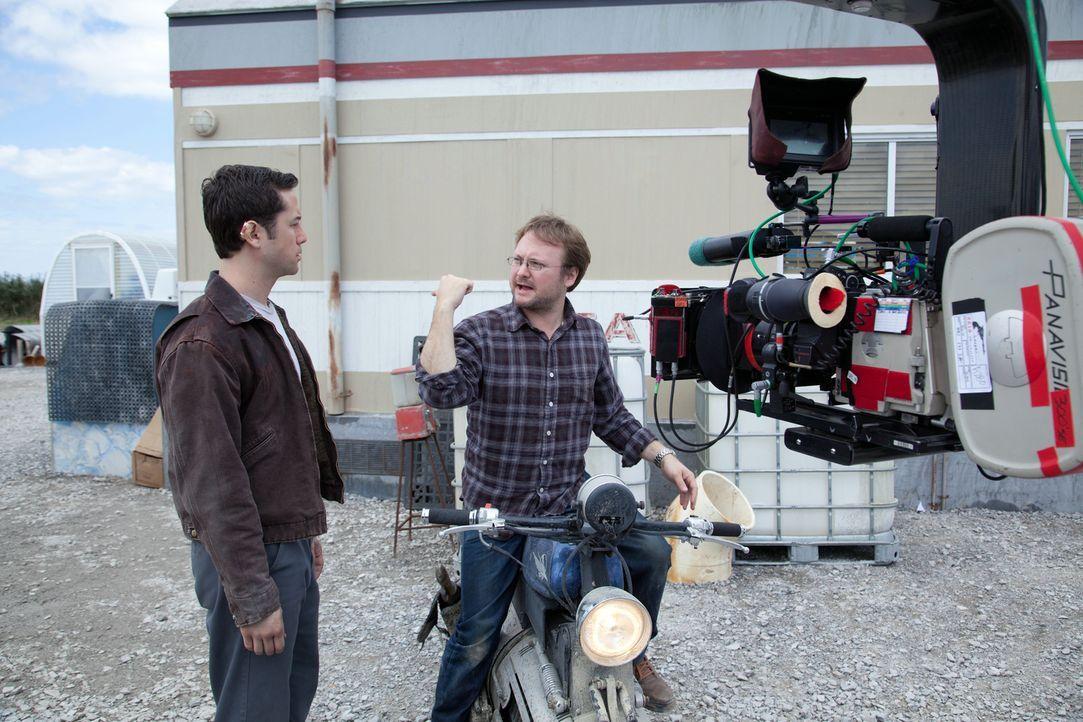 Hauptdarsteller Joseph Gordon-Levitt (l.) und Regisseur Rian Johnson (r.) - Bildquelle: 2012 Concorde Filmverleih GmbH