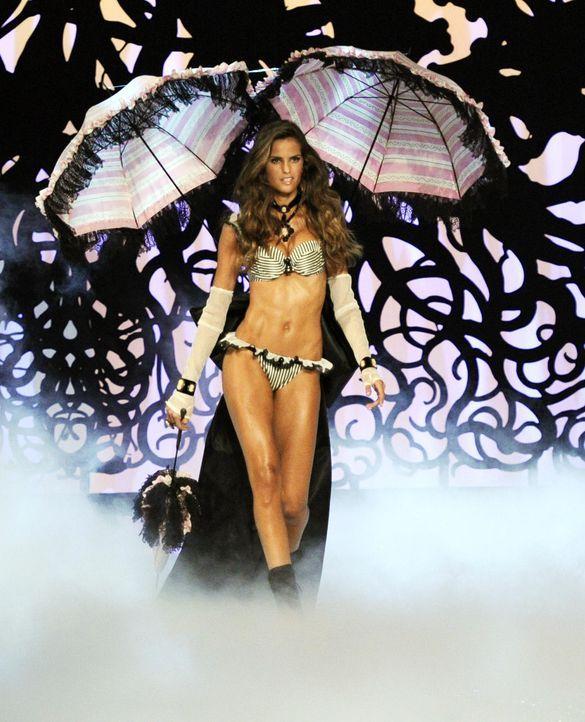 victoria-secret-fashion-show-2011-16-izabel-goulart-afpjpg 1356 x 1674 - Bildquelle: AFP