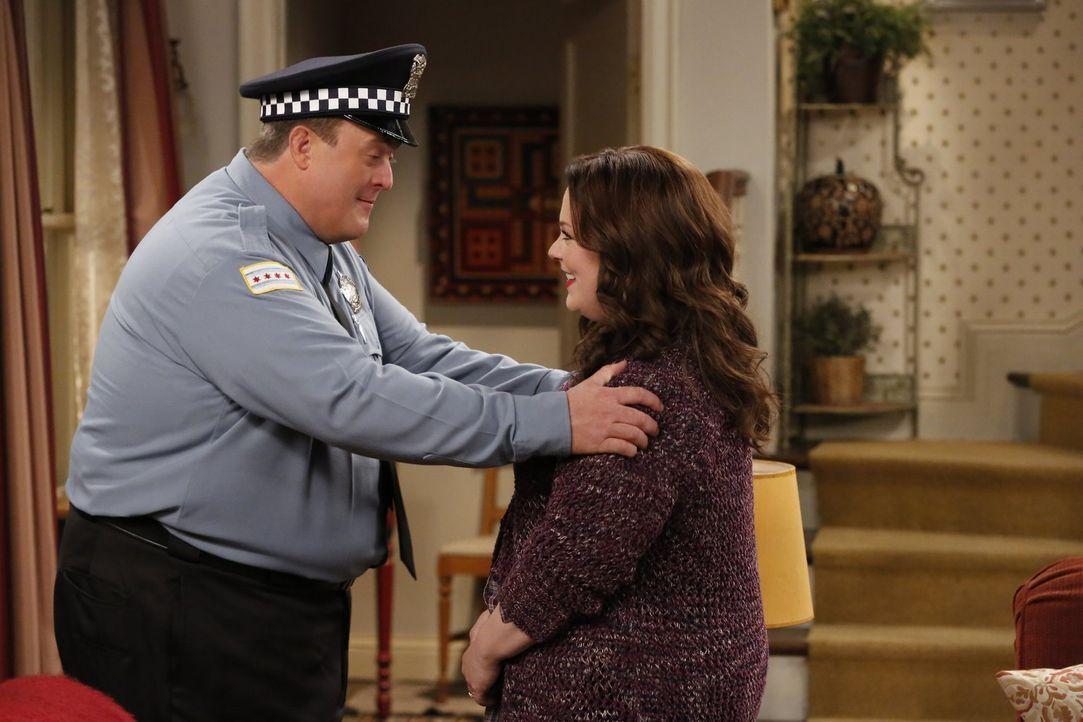 Für Mike (Billy Gardell, l.) ist Molly (Melissa McCarthy, r.) nicht nur seine Ehefrau, sondern auch seine beste Freundin. Jetzt mehr denn je, nachde... - Bildquelle: Warner Brothers