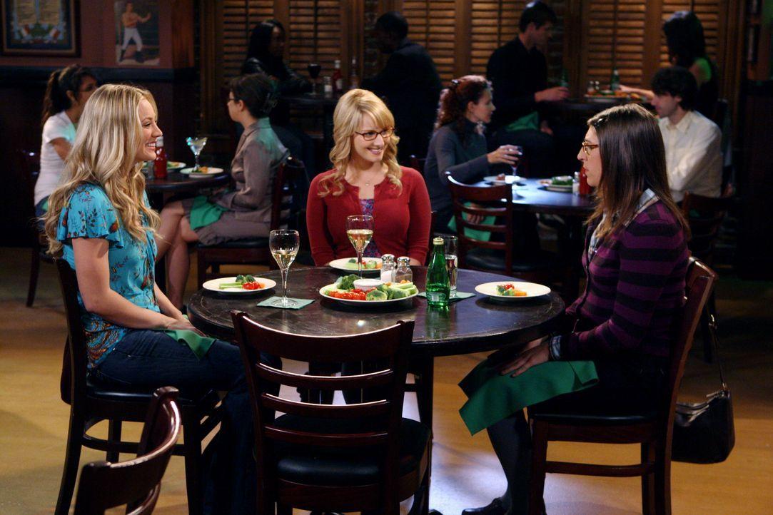 Mädchenabend: Penny (Kaley Cuoco, l.), Bernadette (Melissa Rauch, M.) und Amy (Mayim Bialik, r.) ... - Bildquelle: Warner Bros. Television