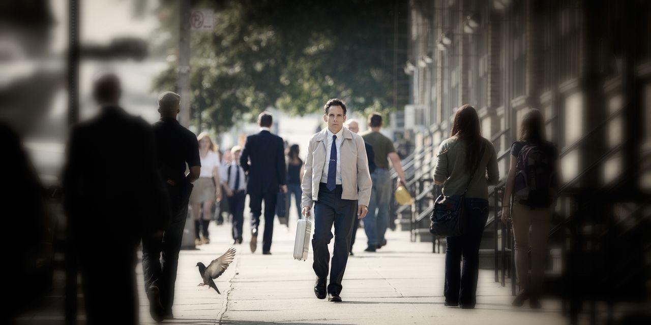 Walter Mitty (Ben Stiller) lebt zurückgezogen im grauen Alltagstrott seines Lebens. Seine abenteuerlichen Tagträume sind das Einzige, das ihm etwas... - Bildquelle: 2013 Twentieth Century Fox Film Corporation.  All rights reserved.