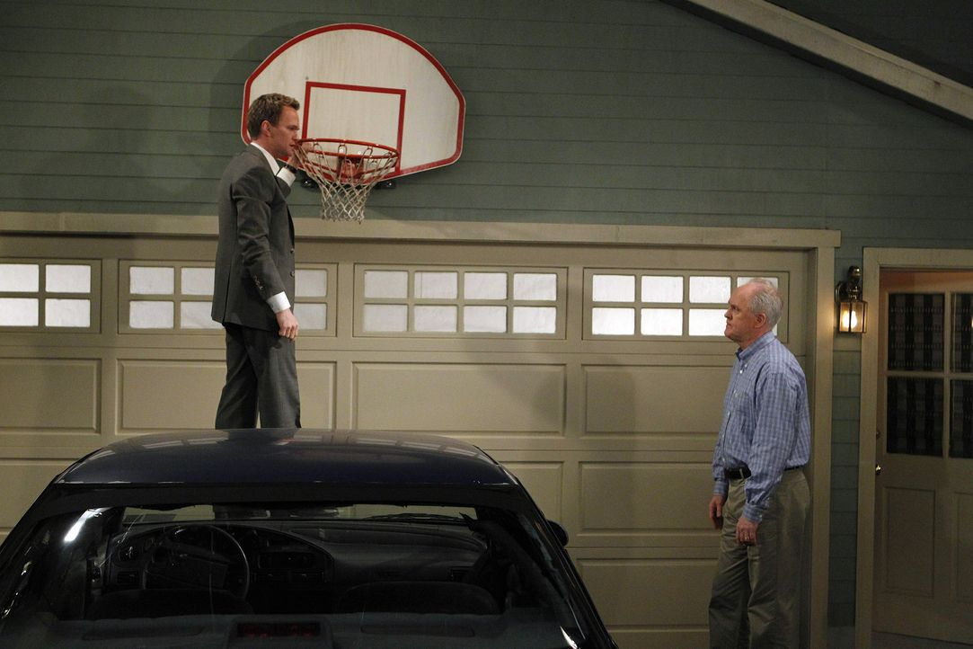 Das langersehnte Zusammentreffen von Barney (Neil Patrick Harris, l.) und seinem Vater Jerry (John Lithgow, r.) verläuft völlig anders als gedacht... - Bildquelle: 20th Century Fox International Television