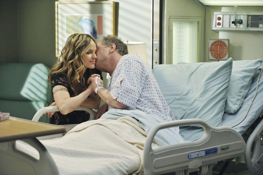 Während Meredith und Lexie über die neue Freundin (Alexa Havins, l.) ihres Vaters entsetzt sind, macht sich diese große Sorgen um ihren Freund Th... - Bildquelle: ABC Studios