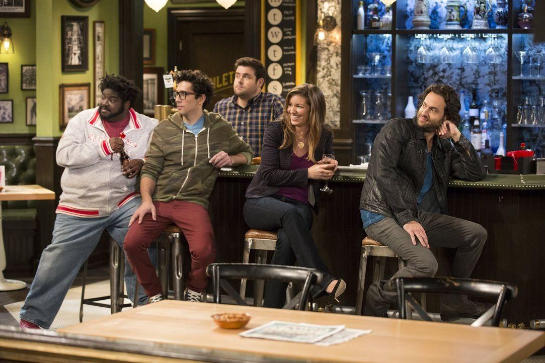 Wie sich Justin und Nicki verhalten, fordert ein Publikum: (v.l.n.r.) Shelly (Ron Funches), Bursik (Rick Glassman), Brett (David Fynn), Leslie (Bian... - Bildquelle: Warner Brothers
