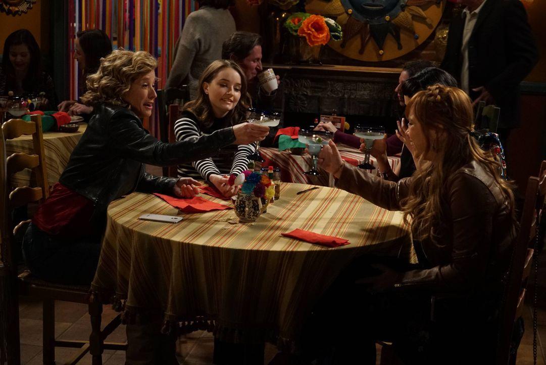 (v.l.n.r.) Vanessa Baxter (Nancy Travis); Eve Baxter (Kaitlyn Dever); Kristin Baxter (Amanda Fuller) - Bildquelle: 2015-2016 American Broadcasting Companies. All rights reserved.