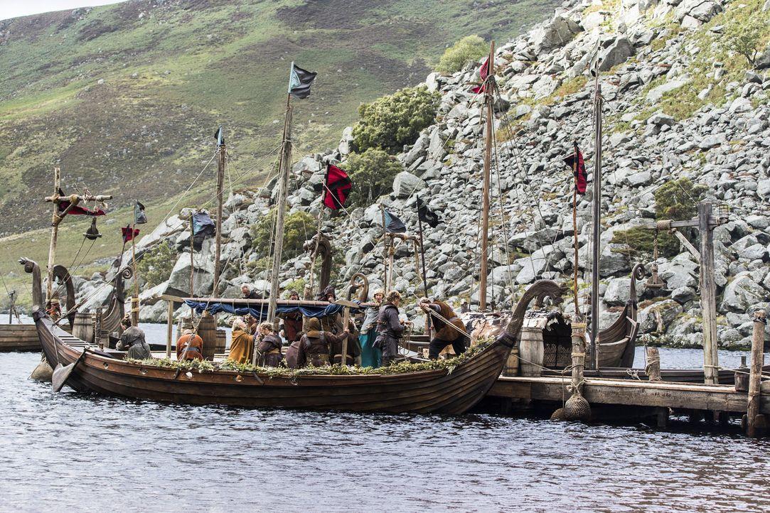 In Kattegat wird nach den erfolgreichen Verhandlungen in England mit König Ecbert gefeiert. Dafür hat König Horik seine große Familie bringen lassen... - Bildquelle: 2014 TM TELEVISION PRODUCTIONS LIMITED/T5 VIKINGS PRODUCTIONS INC. ALL RIGHTS RESERVED.