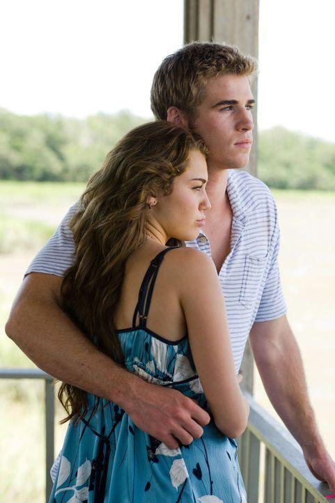 Ihre Liebe wird einer harten Prüfung unterzogen: Ronnie (Miley Cyrus, l.) und Will (Liam Hemsworth, r.) ... - Bildquelle: Sam Emerson SMPSP Touchstone Pictures.  All Rights Reserved