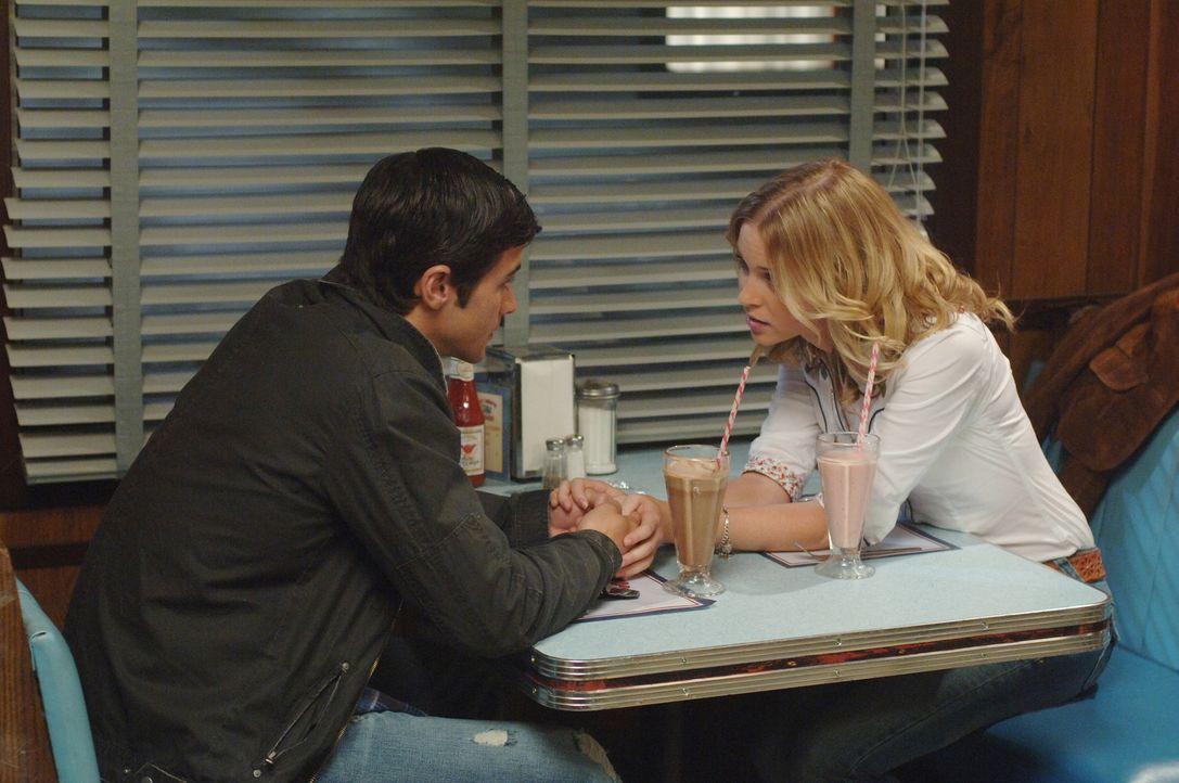 Dean wird von Castiel in die Vergangenheit geschickt, um dort etwas aufzuhalten, was das Schicksal seiner Familie verändern könnte. Dabei trifft e... - Bildquelle: Warner Bros. Television
