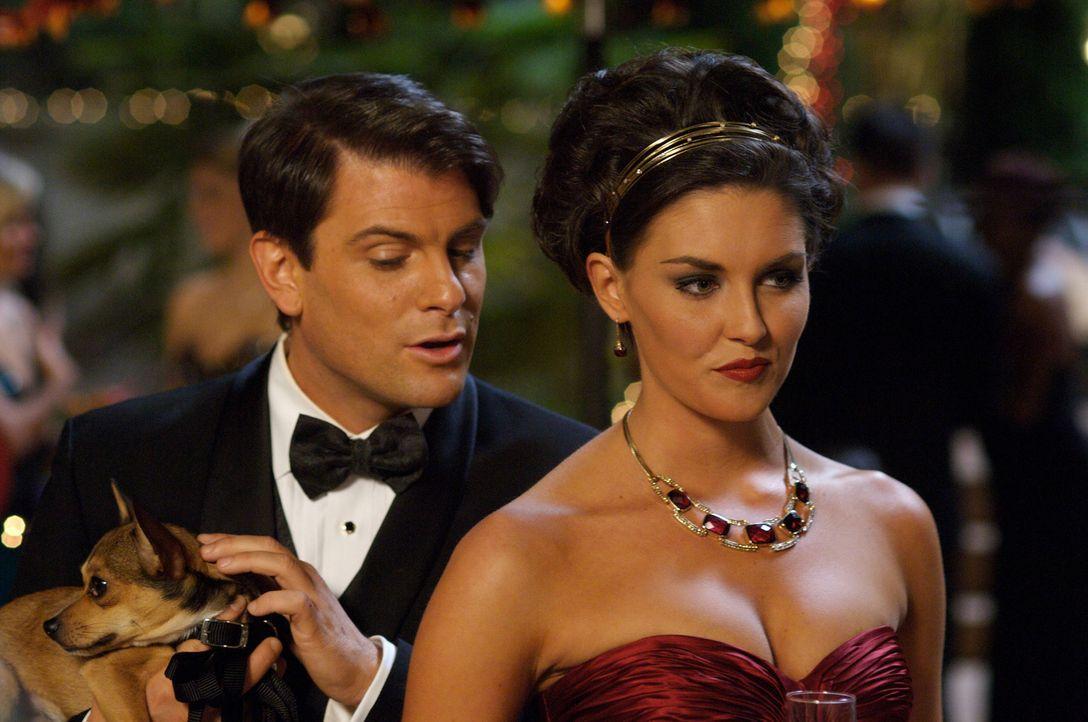 Desiree (Taylor Cole, r.) und Charles (Joseph McKelheer, l) ahnen noch nicht, welch grausames Ende der Abend nehmen wird ... - Bildquelle: 2008 360 Pictures LLC. All Rights Reserved.