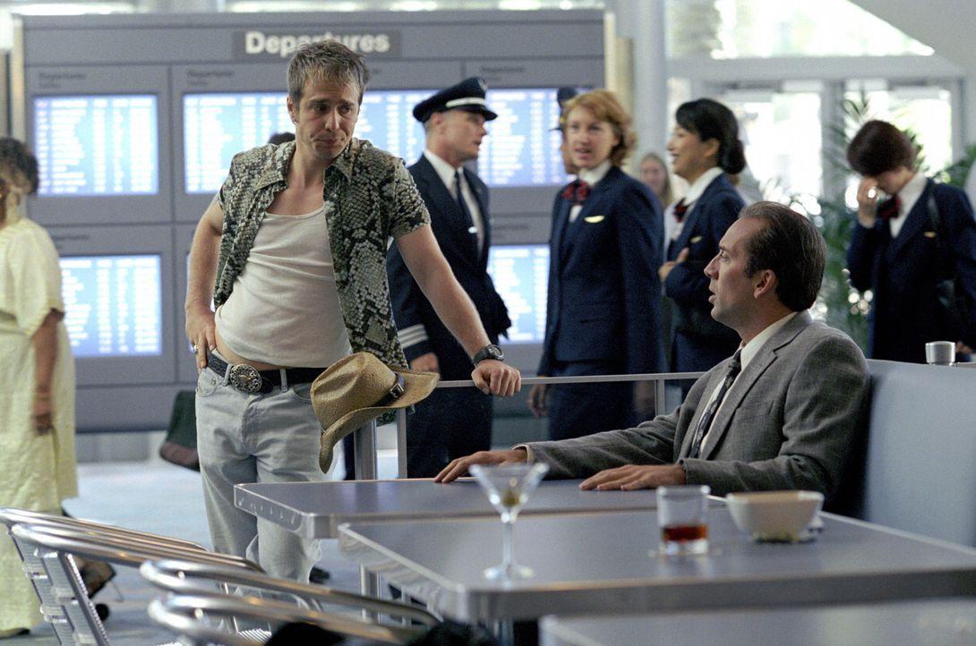 Nepper, Schlepper, Bauernfänger: Roy (Nicolas Cage, r.) und sein Protegé Frank (Sam Rockwell, l.). Doch dann tritt eine 14-jährige Göre in ihr L... - Bildquelle: Warner Bros. Pictures