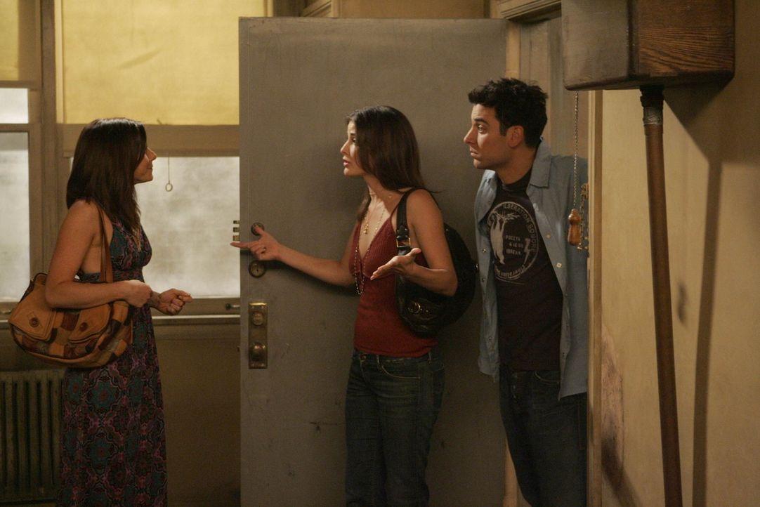 Lily (Alyson Hannigan, l.) ist wieder nach New York zurückgekehrt und dort helfen ihr Robin (Cobie Smulders, M.) und Ted (Josh Radnor, r.), eine ne... - Bildquelle: 20th Century Fox International Television