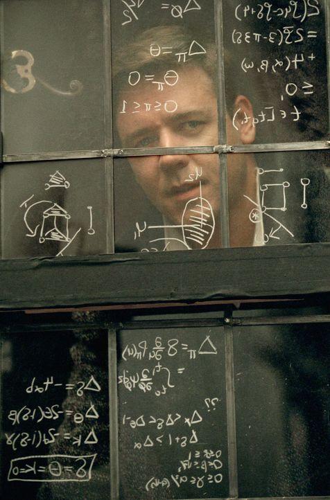 Zahlen sind sein Leben: John Forbes Nash Jr. (Russell Crowe). Doch dann wird bei dem jungen Mathematikergenie Schizophrenie diagnostiziert ... - Bildquelle: Universal Pictures