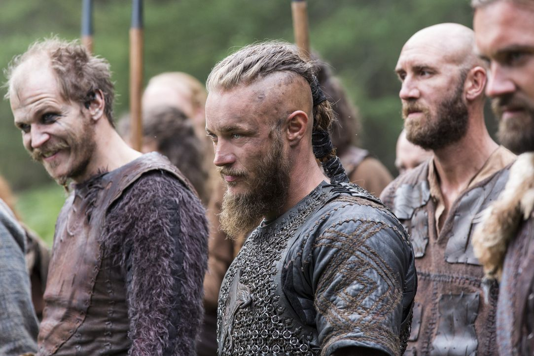 Ziehen in den Kampf gegen Jarl Borg: Ragnar (Travis Fimmel, 2.v.l.), Floki (Gustaf Skarsgård, l.) und ihre Verbündeten ... - Bildquelle: 2014 TM TELEVISION PRODUCTIONS LIMITED/T5 VIKINGS PRODUCTIONS INC. ALL RIGHTS RESERVED.