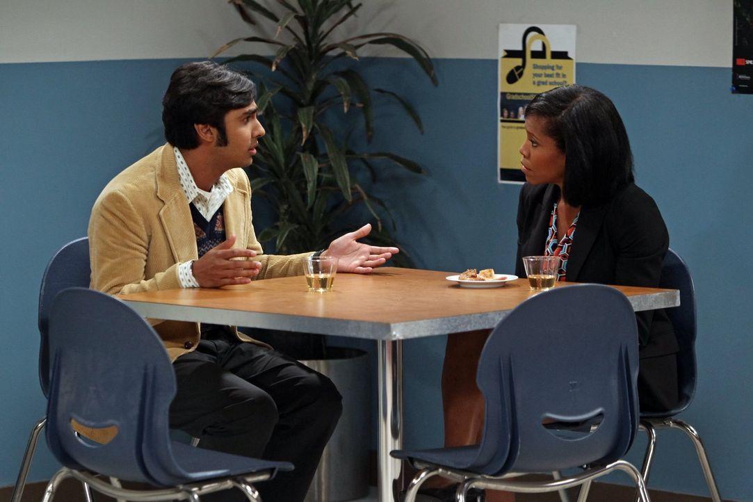 Howard versucht, Raj (Kunal Nayyar, l.) durch eine Party in der Universität abzulenken, und Raj feiert erste Erfolge mit seinem neuen Selbstvertraue... - Bildquelle: Warner Bros. Television