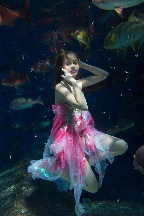 gntm-stf08-epi02-unterwasser-shooting-jessica-russ-kientschjpg 1331 x 2000 - Bildquelle: Russ Kientsch