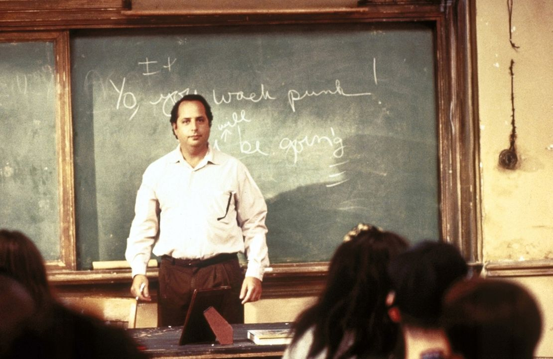 Im Kampf mit Urgewalten: der neue Geschichtslehrer Richard Clark (Jon Lovitz) ... - Bildquelle: Columbia TriStar