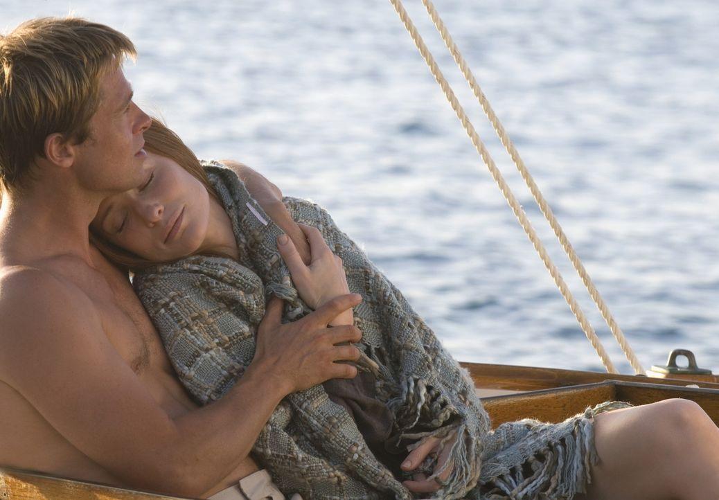 Hat ihre Liebe eine Chance? Während Benjamin Buttons (Brad Pitt, l.) Leben spiegelverkehrt verläuft, er jeden Tag ein wenig jünger wird, altert s... - Bildquelle: 2009   Warner Brothers