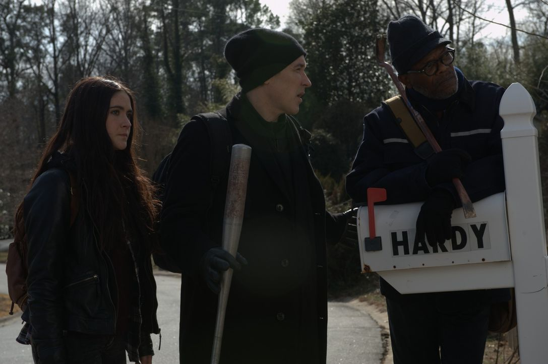 Alice (Isabelle Fuhrman, l.), Clay (John Cusack, M.) und Tom (Samuel L. Jackson, r.) machen sich gemeinsam auf die Suche nach Clays Familie, doch sc... - Bildquelle: Richard Foreman 2014 CELL Film Holdings, LLC ALL RIGHTS RESERVED.