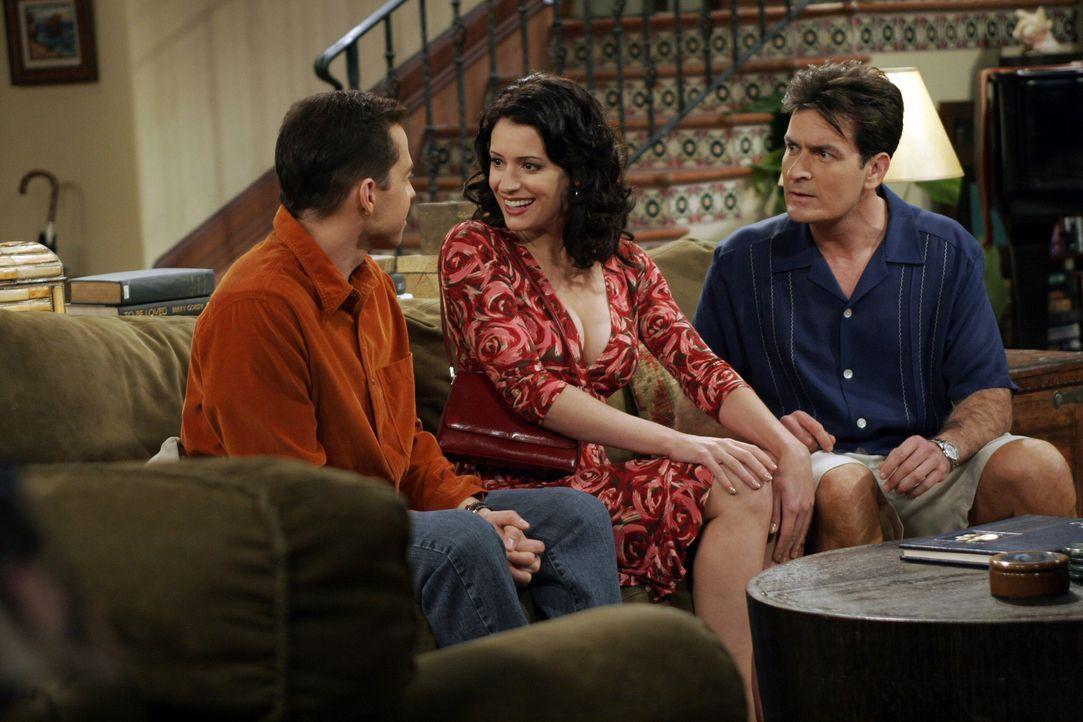 Als Jamie (Paget Brewster, M.) auftaucht, stellt sich heraus, dass aus dem hässlichen Entchen ein schöner Schwan geworden ist, um den Alan (Jon Cr... - Bildquelle: Warner Bros. Television