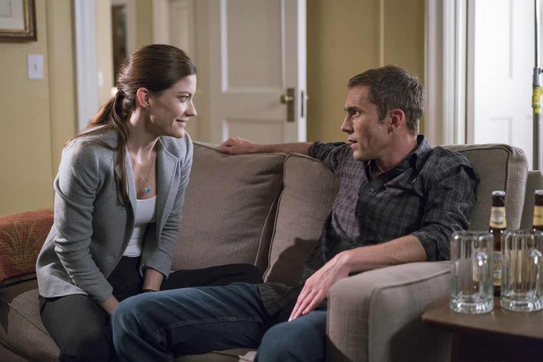 Ahnen noch nicht, dass sich Brian bald in ihr Privatleben einmischen wird: Rebecca (Jennifer Carpenter, l.) und Casey Rooks (Desmond Harrington, r.)... - Bildquelle: Michael Parmelee 2015 CBS Broadcasting, Inc. All Rights Reserved
