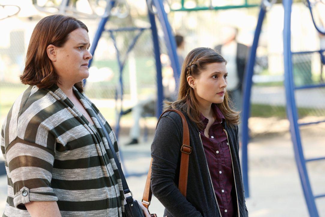 Wollen mehr in Henrys Leben involviert werden: Henrys leibliche Mutter Judi (Emily Moss Wilson, r.) und deren Mutter (Jennifer Hasty, l.) ... - Bildquelle: ABC Studios