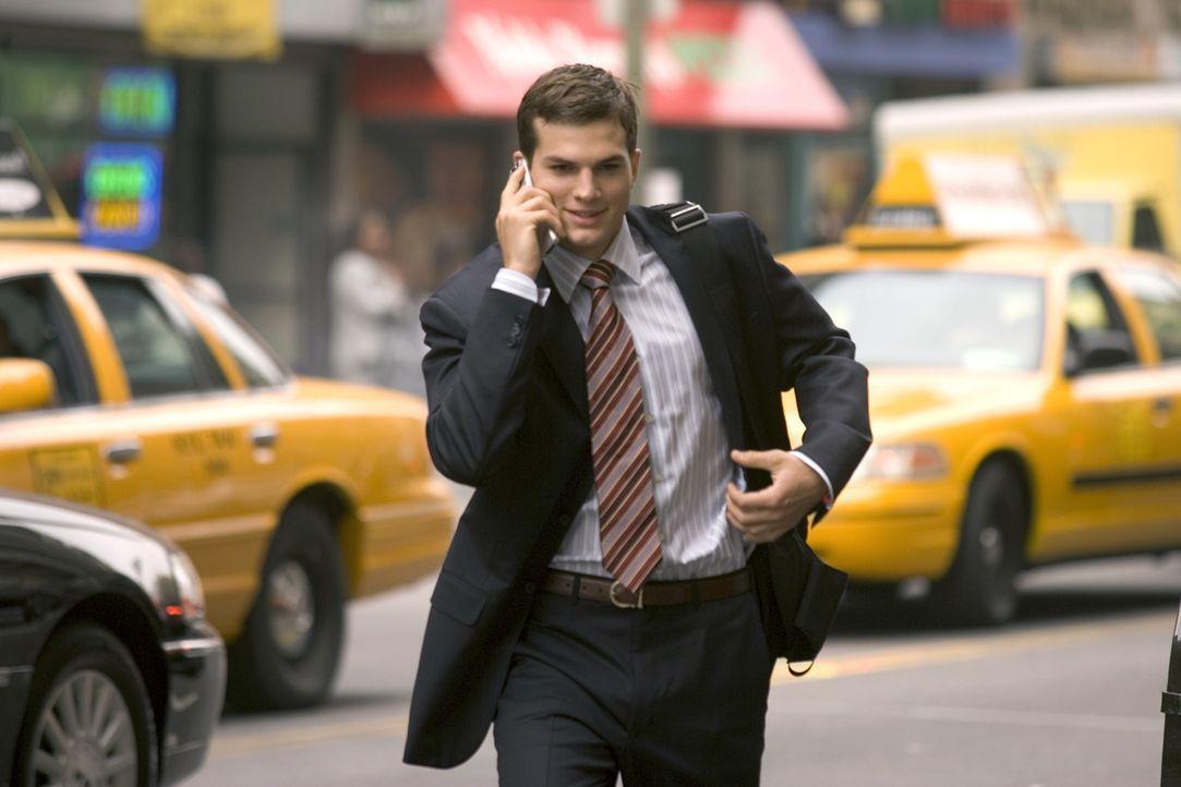 Simon Green (Ashton Kutcher) ist jung, verlobt und erklimmt die Karriereleiter als Investmentbanker mit Feuereifer. Welcher Vater wäre nicht stolz,... - Bildquelle: 2007 CPT Holdings, Inc. All Rights Reserved. (Sony Pictures Television International)