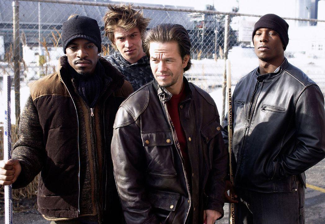 Vier Adoptivbrüder (v.l.n.r.: Andre Benjamin, Garrett Hedlund, Mark Wahlberg, Tyrese Gibson) kommen nach Jahren nach Hause zurück, um ihre Mutter zu... - Bildquelle: TM &   2006 Paramount Pictures. All Rights Reserved.