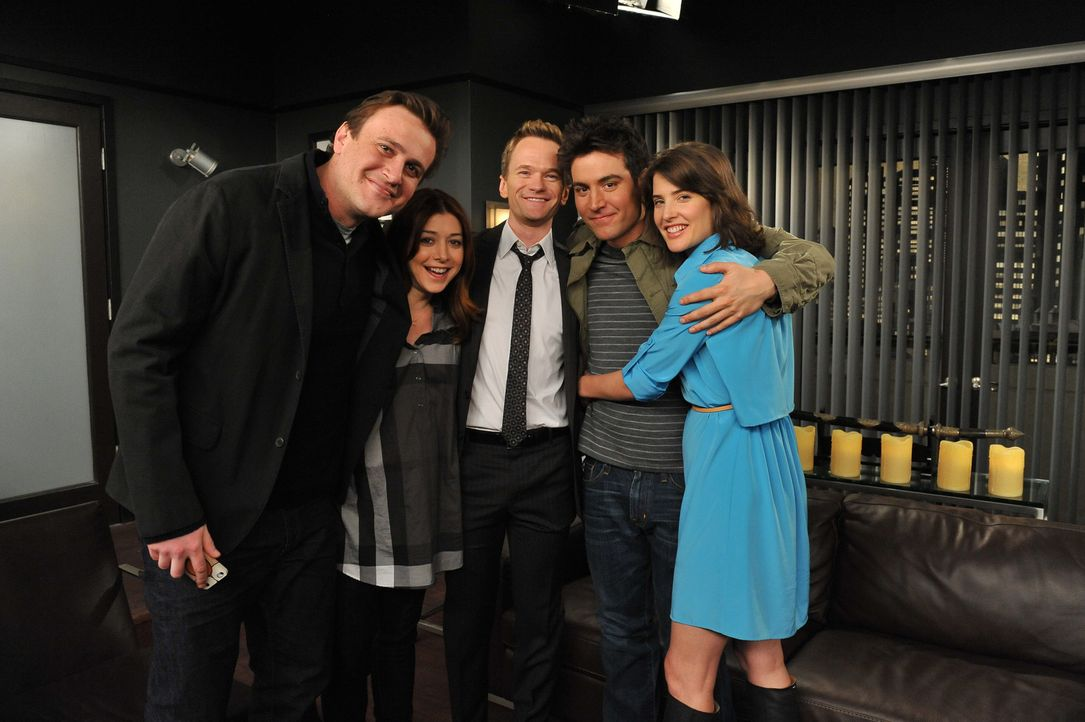 Gute Freunde: Ted (Josh Radnor, 2.v.r.), Marshall (Jason Segel, l), Barney (Neil Patrick Harris, M.), Lily (Alyson Hannigan, 2.v.l.) und Robin (Cobi... - Bildquelle: 20th Century Fox International Television