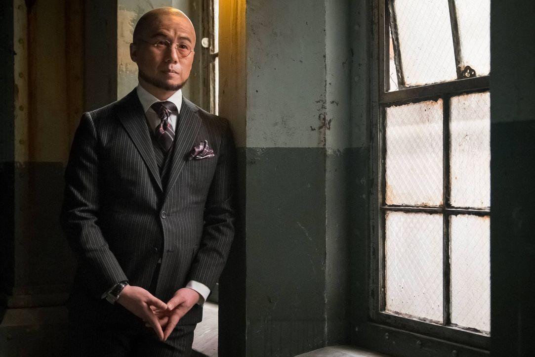 Bullock und Gordon sind weiterhin auf der Suche nach Azrael. Die Spur führt zu Dr. Strange (B.D. Wong). Doch der hat bereits alle möglichen Beweise... - Bildquelle: Warner Brothers
