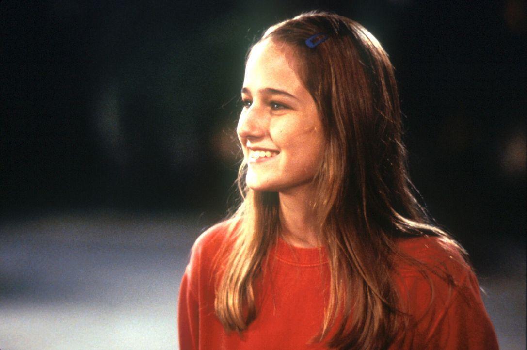 Weil ihre Eltern keinen Platz im Bunker erhalten sollen, weigert sich Sarah (Leelee Sobieski), Leo zu begleiten. Doch der Komet kommt immer näher ... - Bildquelle: TM+  1998 DreamWorks L.L.C. and Paramount Pictures All Rights Reserved