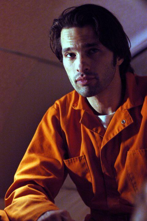 Der berüchtigte Drogenbaron Alex Montel (Olivier Martinez) bietet demjenigen, der ihn aus dem Polizeigewahrsam befreien kann, eine Belohnung von 10... - Bildquelle: 2004 Sony Pictures Television International. All Rights Reserved.