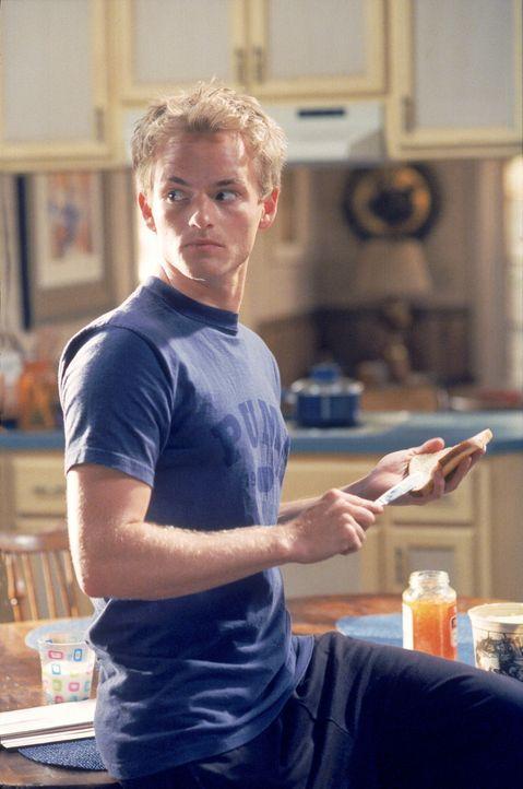 Francis (Christopher Masterson) hört im Haus seltsame Geräusche ... - Bildquelle: TM +   2000 Twentieth Century Fox Film Corporation. All Rights Reserved.