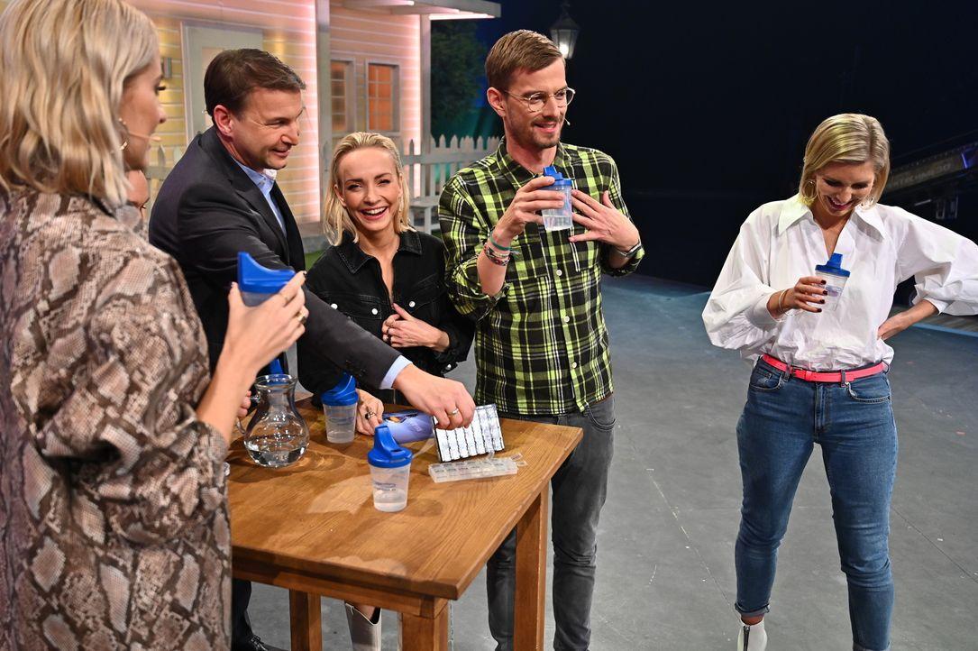 (v.l.n.r.) Hans-Jürgen Moog; Janin Ullmann; Joko Winterscheidt; Lea-Sophie Cramer - Bildquelle: Willi Weber ProSieben / Willi Weber
