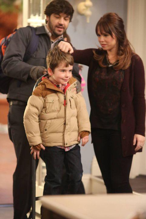 Da Ryan (Jordy Masterson, l.) nun bereit ist, sich an seinen Sohn Boyd (Flynn Morrison, M.) und an Kristin (Amanda Fuller, r.) zu binden, überlegen... - Bildquelle: 2011 Twentieth Century Fox Film Corporation