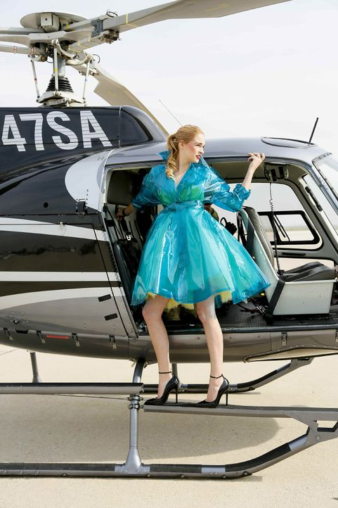 GNTM-Stf10-Epi06-Helikopter-Shooting-45-Laura-D-ProSieben-Richard-Huebner - Bildquelle: ProSieben/Richard Huebner