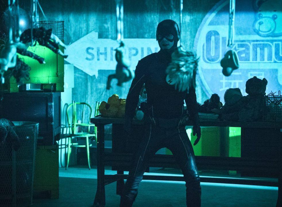 Während Barry alias The Flash (Grant Gustin) gleich gegen mehrere Bösewichte kämpfen muss, wird Dr. Wells vor eine Entscheidung gestellt ... - Bildquelle: 2015 Warner Brothers.